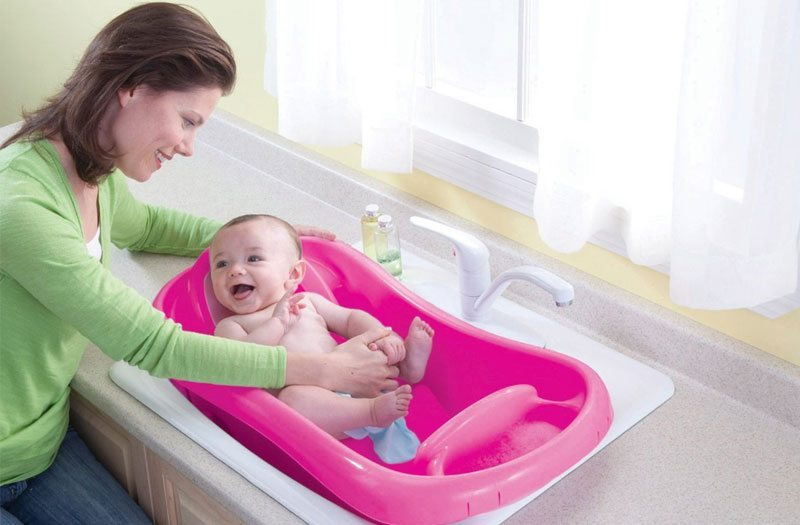 mom 39 s guide 2015 what 39 s the best baby bathtub. Black Bedroom Furniture Sets. Home Design Ideas