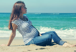 How to Survive a Summer Pregnancy